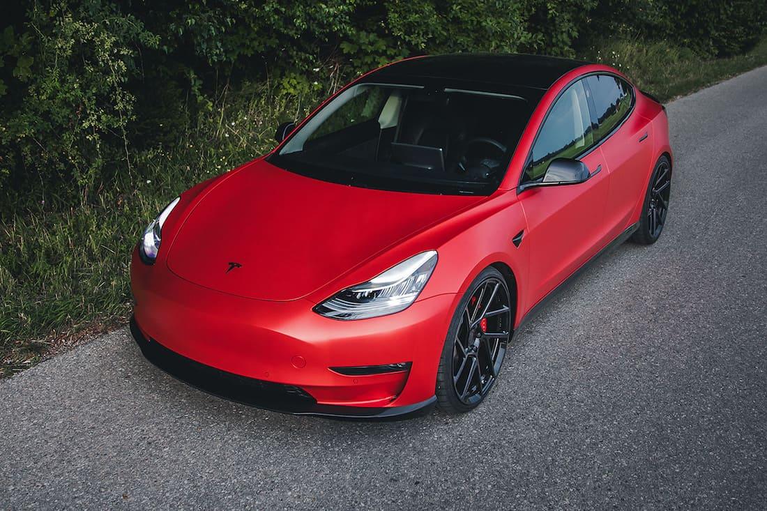 Chequea este Tesla Model 3, personalizado con nuevo look deportivo exterior y lujoso interior por Novitec