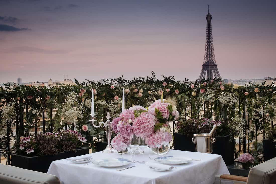 Descubre la magia de París por la noche con The Peninsula Paris