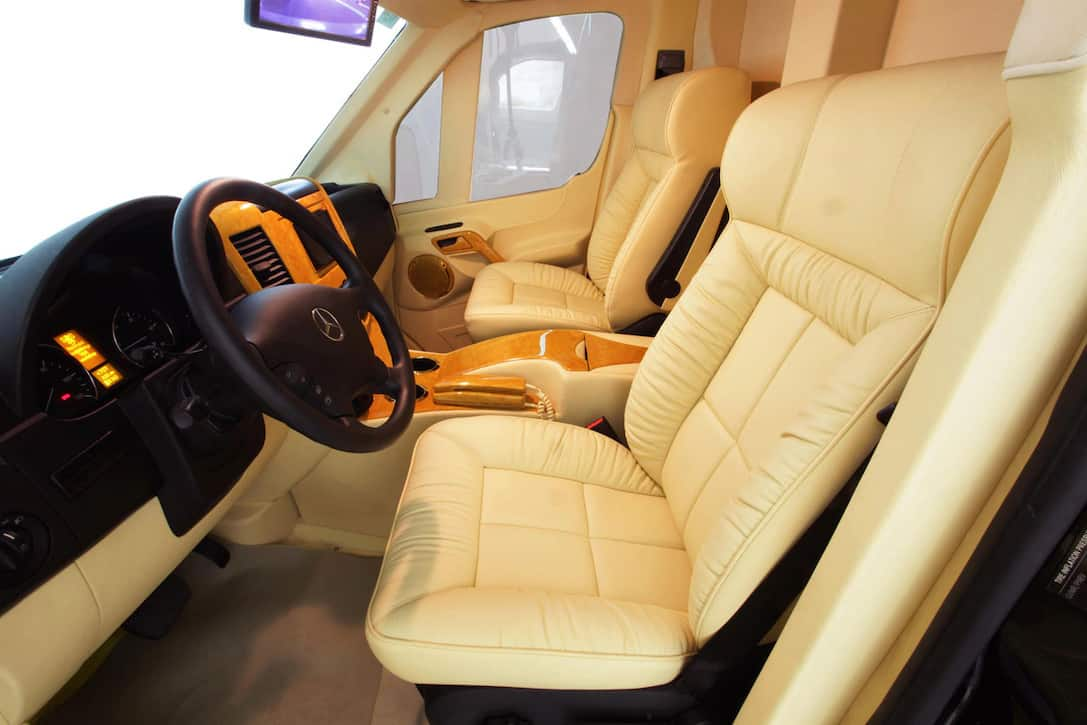 "Reále, furgoneta de lujo blindada Mercedes-Benz Sprinter ""B6"" personalizada por Lexani Motorcars"