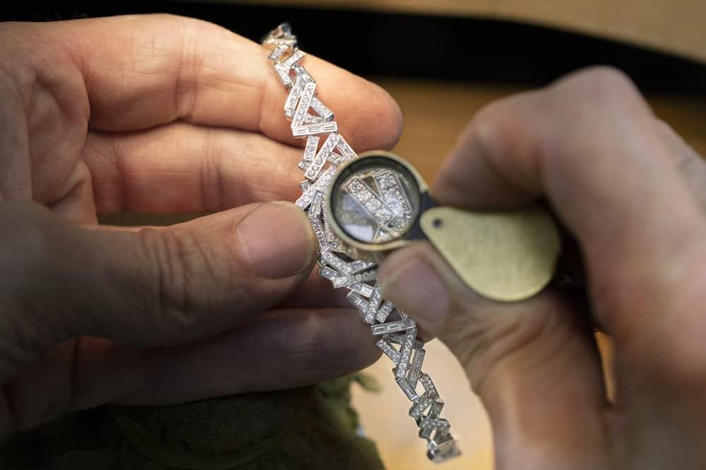 """Exclusivo reloj Diamond Threads, tejido con """"hilos"""" de diamantes"""