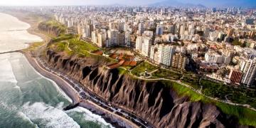 Vista panorámica de Lima desde Miraflores.