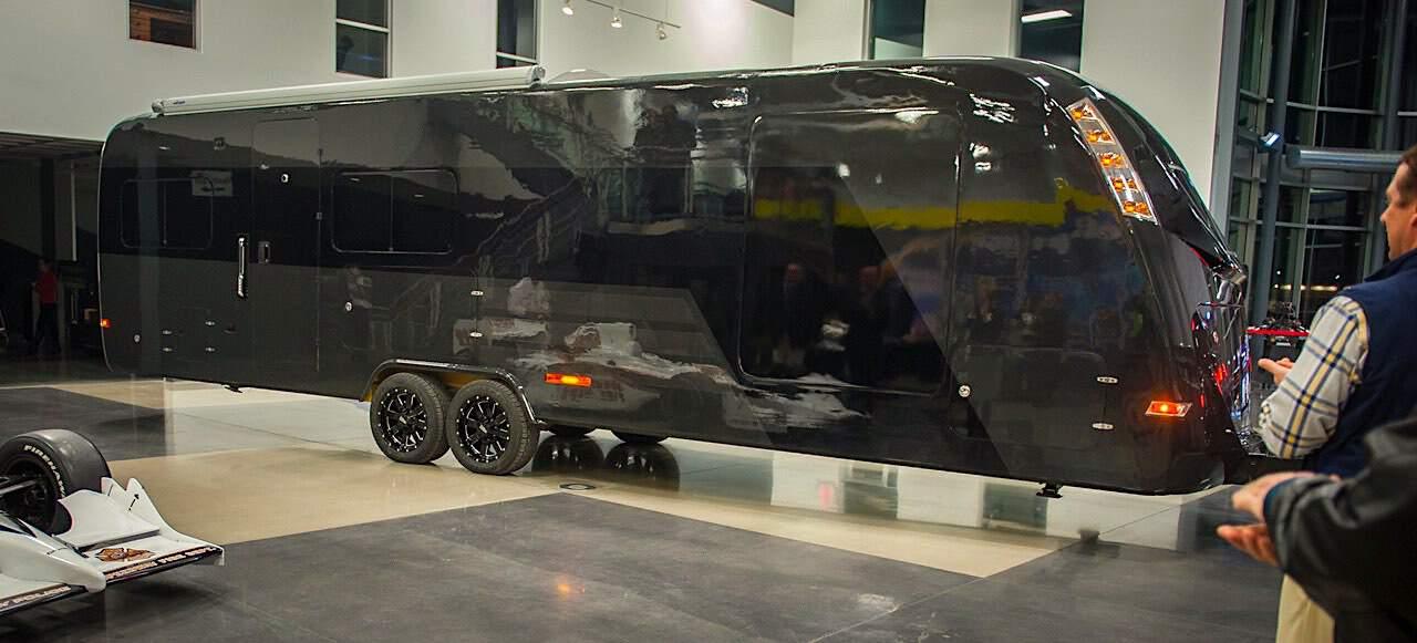 CR-1 Carbon: La primera caravana hecha completamente de fibra de carbono del mundo