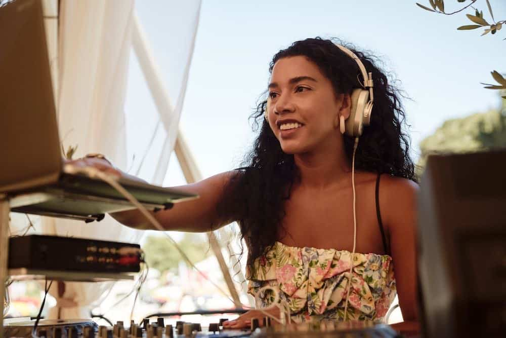 DJ Hannah Bronfman