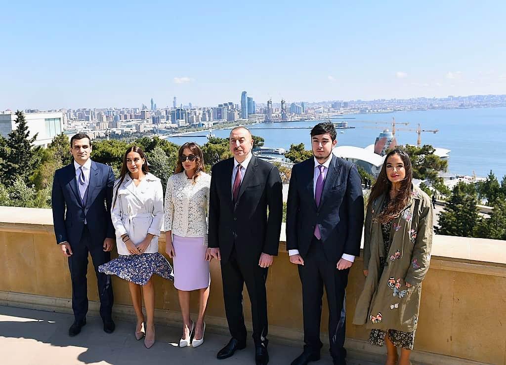 El presidente de Azerbaiyán y su familia.