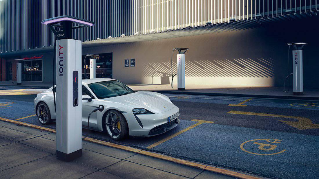 Porsche Estrena las dos versiones de su vehículo deportivo totalmente eléctrico