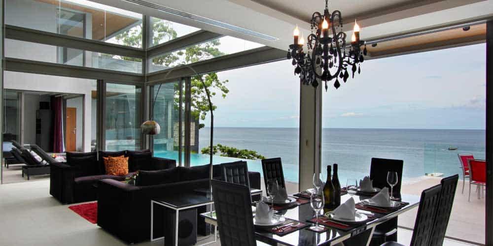 La sala de estar con increíbles vista al océano