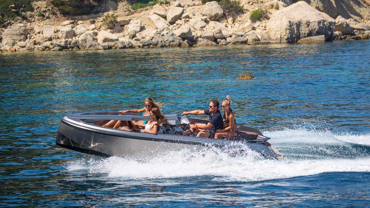 Vanqraft VQ16: Lujo y poder, la combinación perfecta en este crossover de Vanquish Yachts
