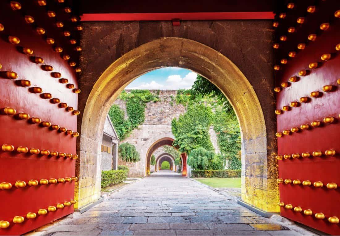 La tradicional Puerta Roja China de Nanjing Zhonghuamen