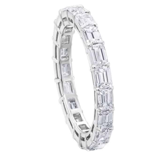 Accesorios de lujo: Anillo de platino y diamantes