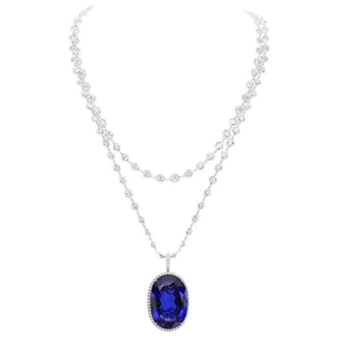 Accesorios de lujo: Colgante Halo de diamantes y tanzanita