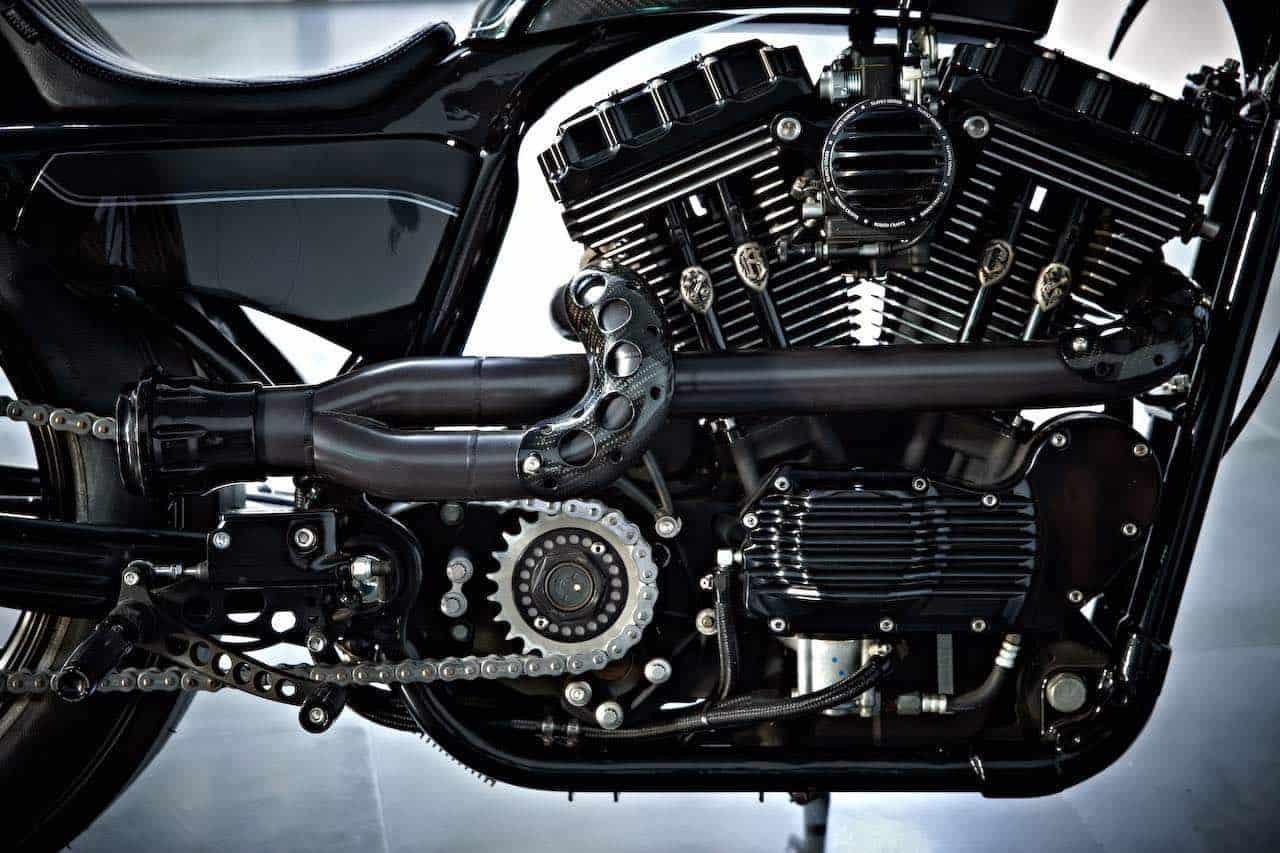 Motocicleta personalizada por Rough Crafts