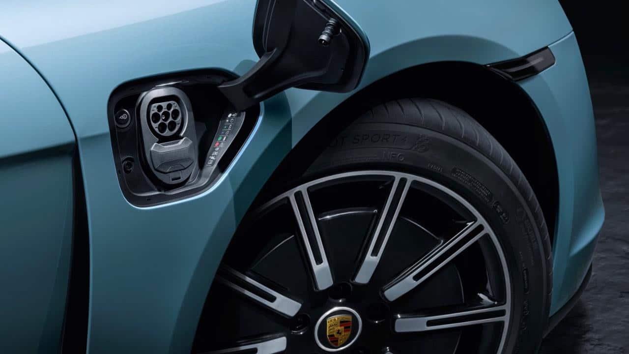 Porsche amplía su gama de deportivos eléctricos con el Taycan 4S
