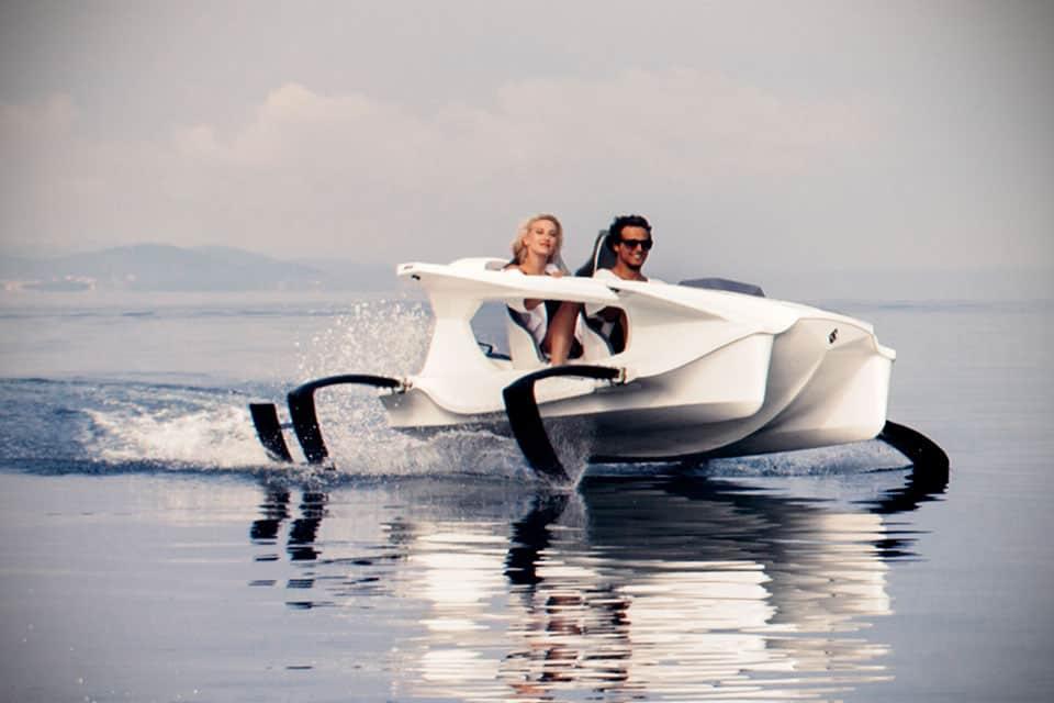 Esta embarcación que te permitir volar sobre el agua a 40 km/h