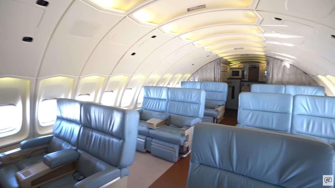 La cubierta superior cuenta con cómodos asientos reclinables