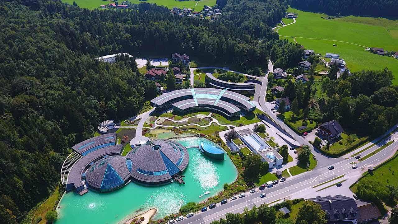Sede principal de Red Bull en Fuschl am See, Austria
