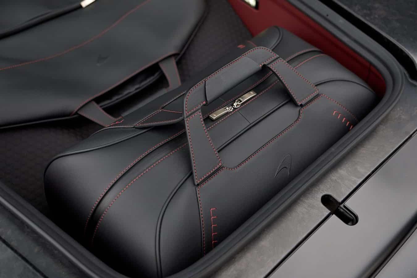 Este lujoso set de equipaje McLaren personalizado está disponible por $15.400