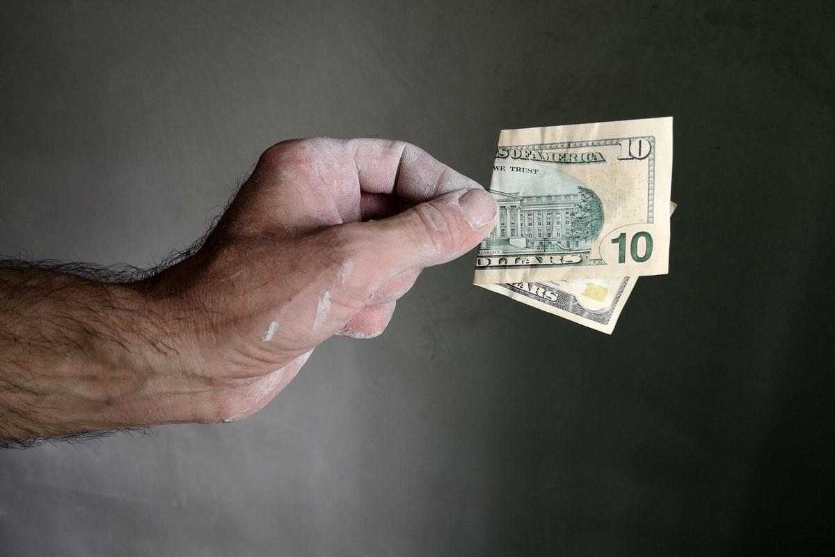 10 dólares