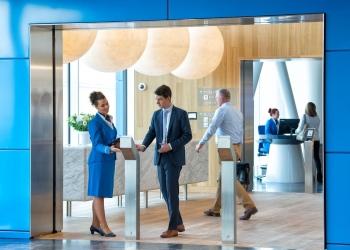 """KLM """"Crown Lounge"""" internacional en el aeropuerto de Ámsterdam-Schiphol"""