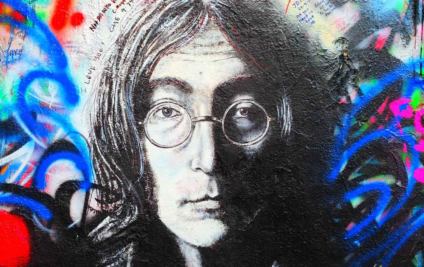 Las gafas de sol redondas de John Lennon se venden por $200.000