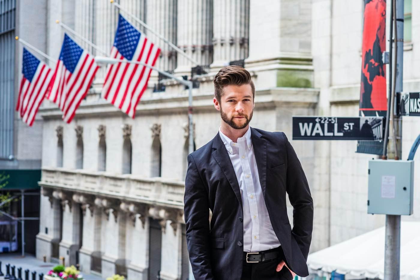 Empresario trabajando en Wall Street, Nueva York