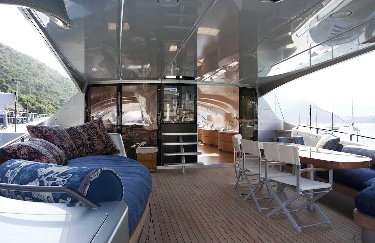 Este futurista súperyate sale a la venta por $12 millones en Burgess Yachts