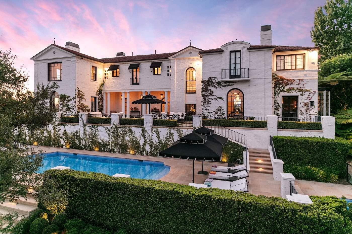 """El creador de """"American Idol"""" está vendiendo su espectacular mansión de Bel Air, Los Ángeles"""