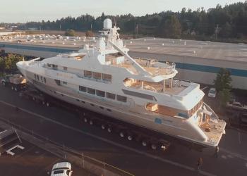 ¡El proceso de transportar un mega yate de 800.000 libras no es para nada simple!
