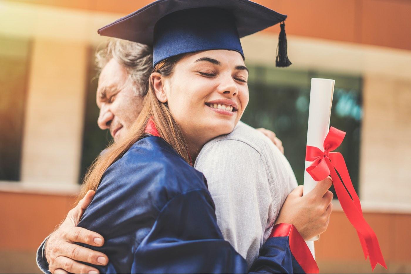 Los estudiantes hispanos pueden recibir hasta $100.000 en becas antes de el 5 de febrero