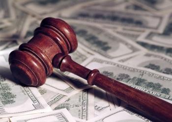 Martillo judicial sobre dinero