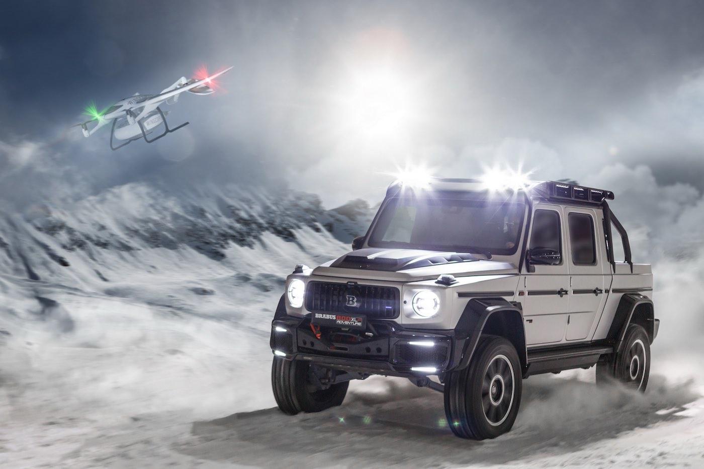 Camioneta 4x4 Brabus 800 Adventure XLP con su propia pista de aterrizaje de drones.