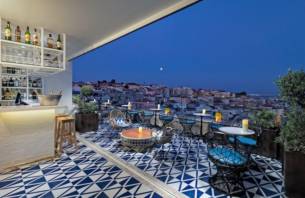 Terraza con un mirador privilegiado en Lisboa.