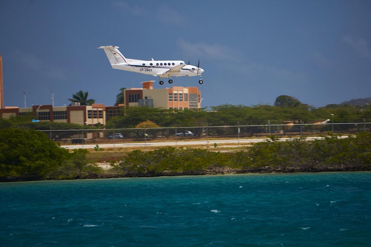 Incautaron un avión con contrabando de oro puro en Aruba procedente de Venezuela.