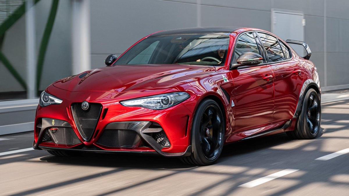 Alfa Romeo Giulia GTA: Revelado en el Salón del Automóvil de Ginebra 2020