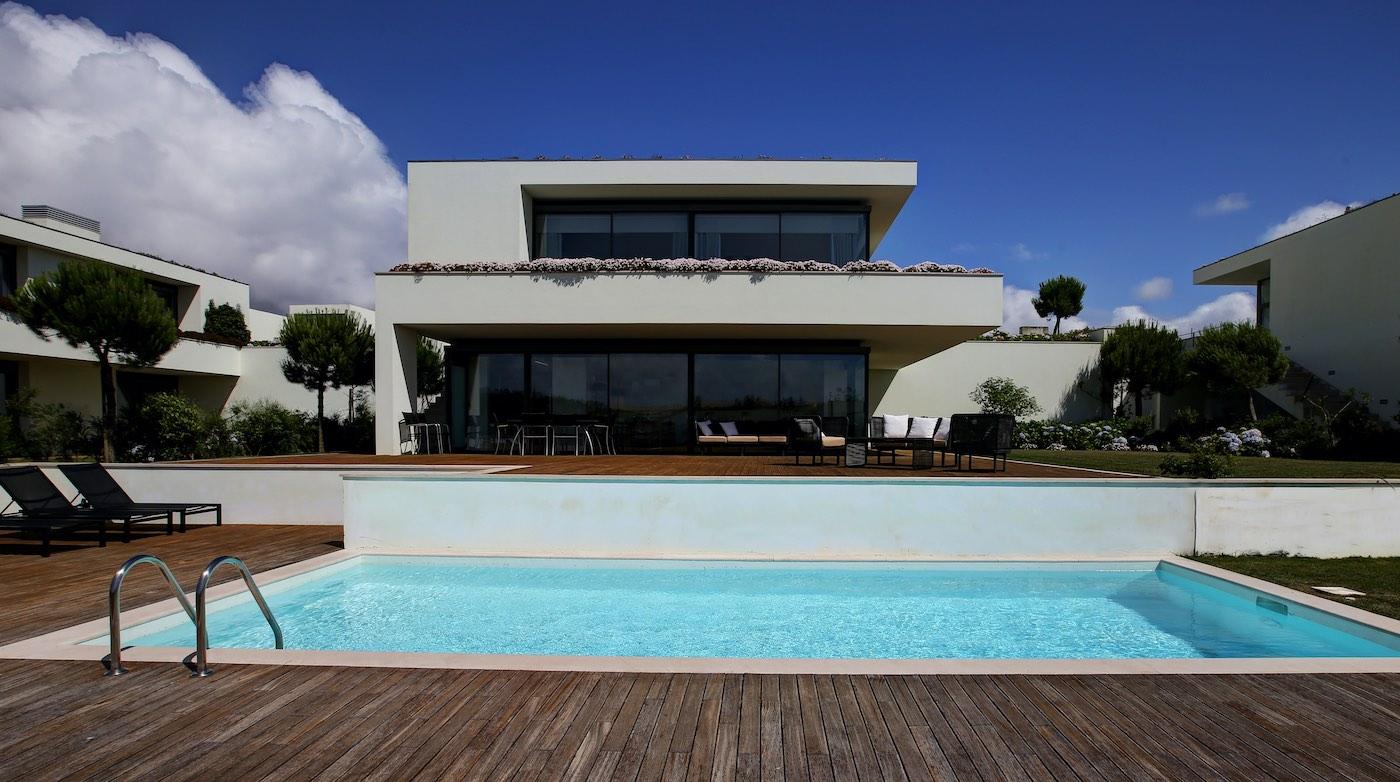 Disfruta de una escapa en familia o con amigos, alojados en las villas de diseño del resort más exclusivo de Portugal