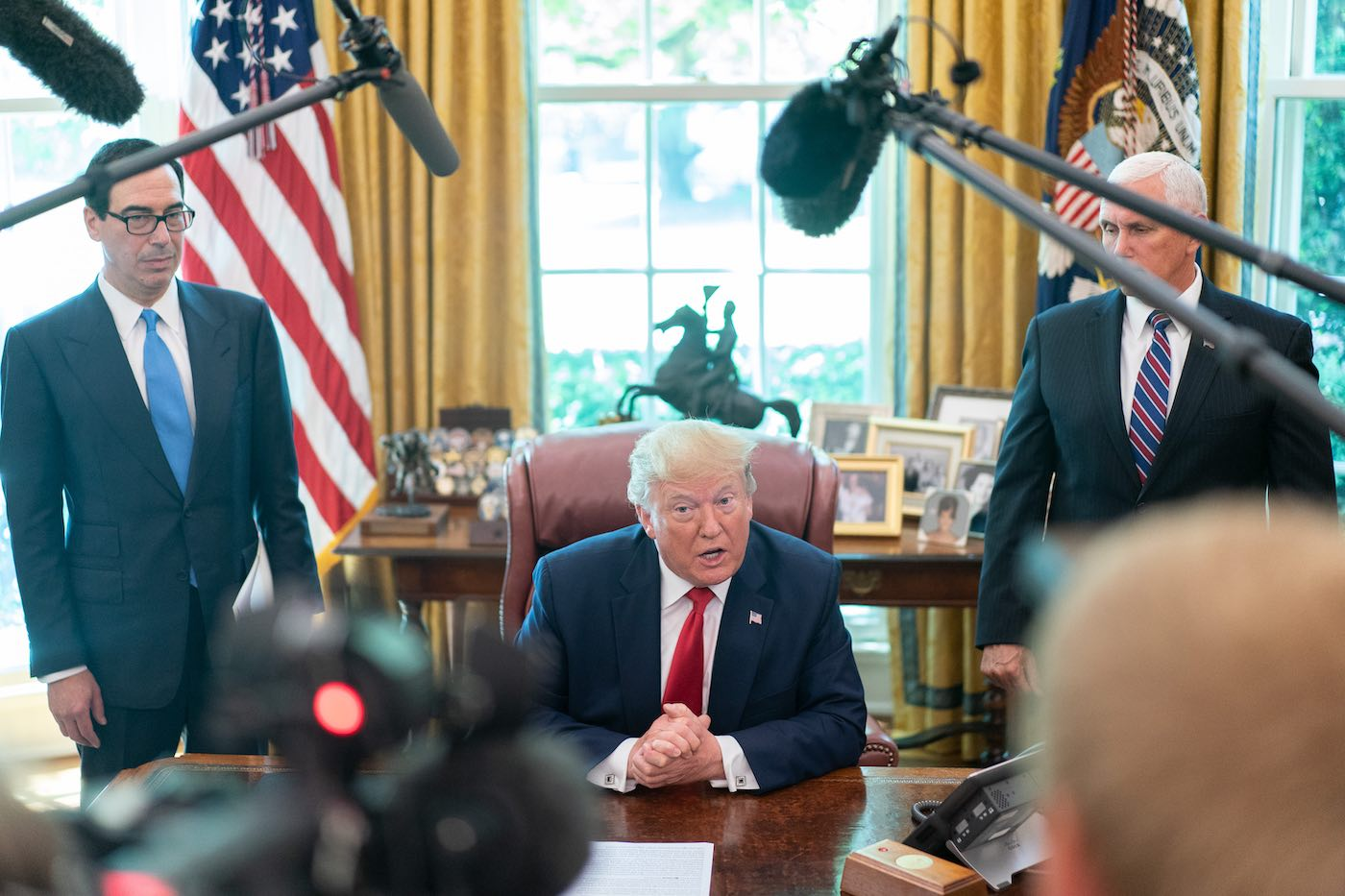 Steve Mnuchin, Presidente Donald Trump y Mike Pence