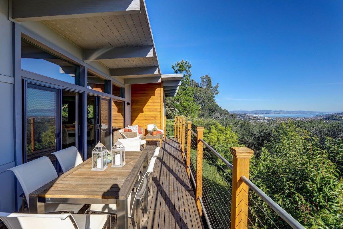 Esta majestuosa casa moderna en Kentfield, California, con espectacular vista de la bahía de San Francisco puede ser tuya por $4,65 millones