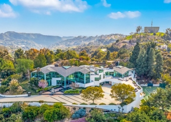 Pharrell Williams ofrece su exclusiva y ultramoderna mansión de cristal que tiene en Beverly Hills por $17 millones