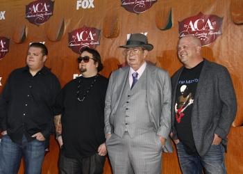 El elenco de Pawn Stars llega a los American Country Awards.