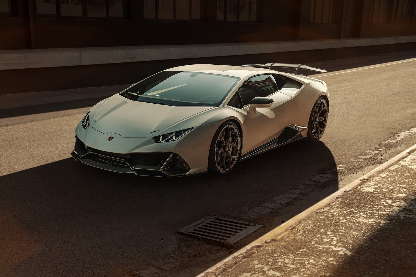 Novitec actualiza el Lamborghini Huracán EVO con un Kit aerodinámico de carbono y partes estilo F1