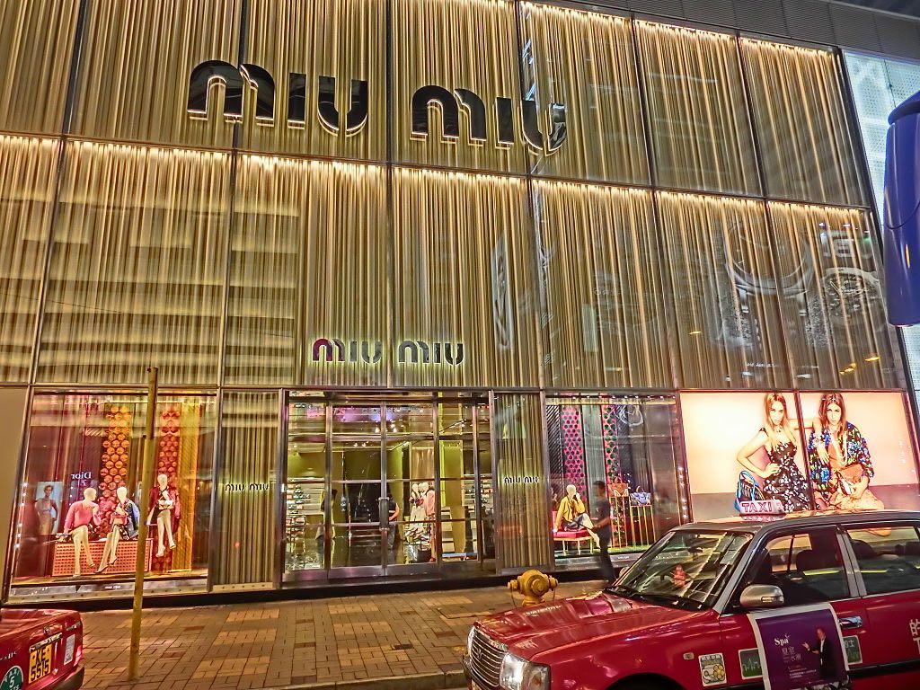 Miu Miu abrió su primera tienda independiente en China, específicamente en The Mixc (Shenzhen), en 2009.