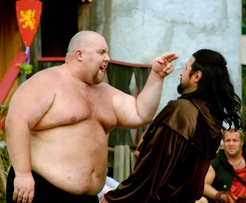 confrontación hombre gordo