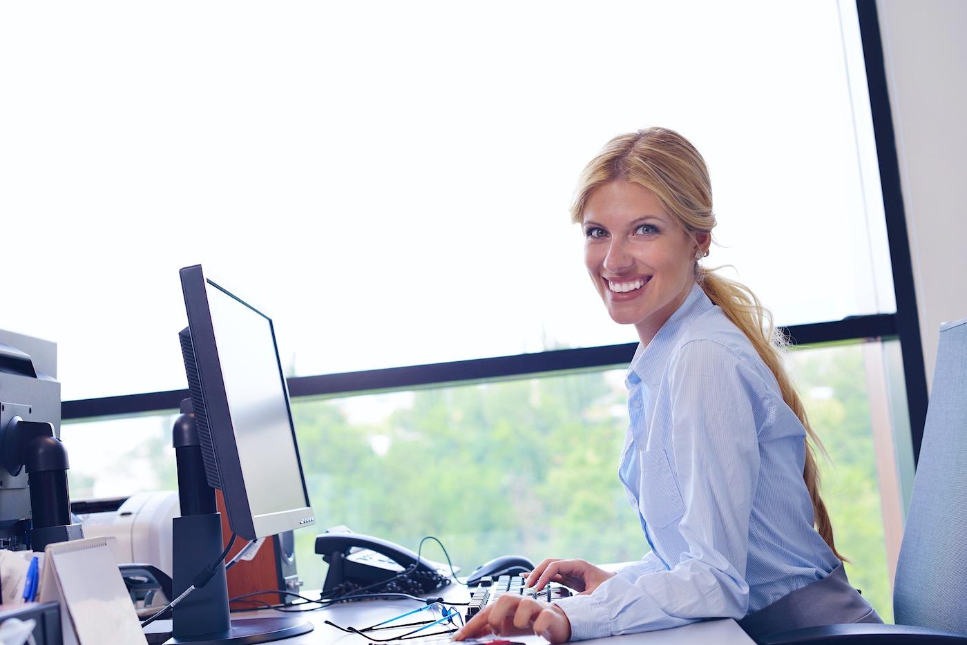 Consejos para las personas que trabajan sentadas: es más en cómo deben moverse, que a cómo deben sentarse.