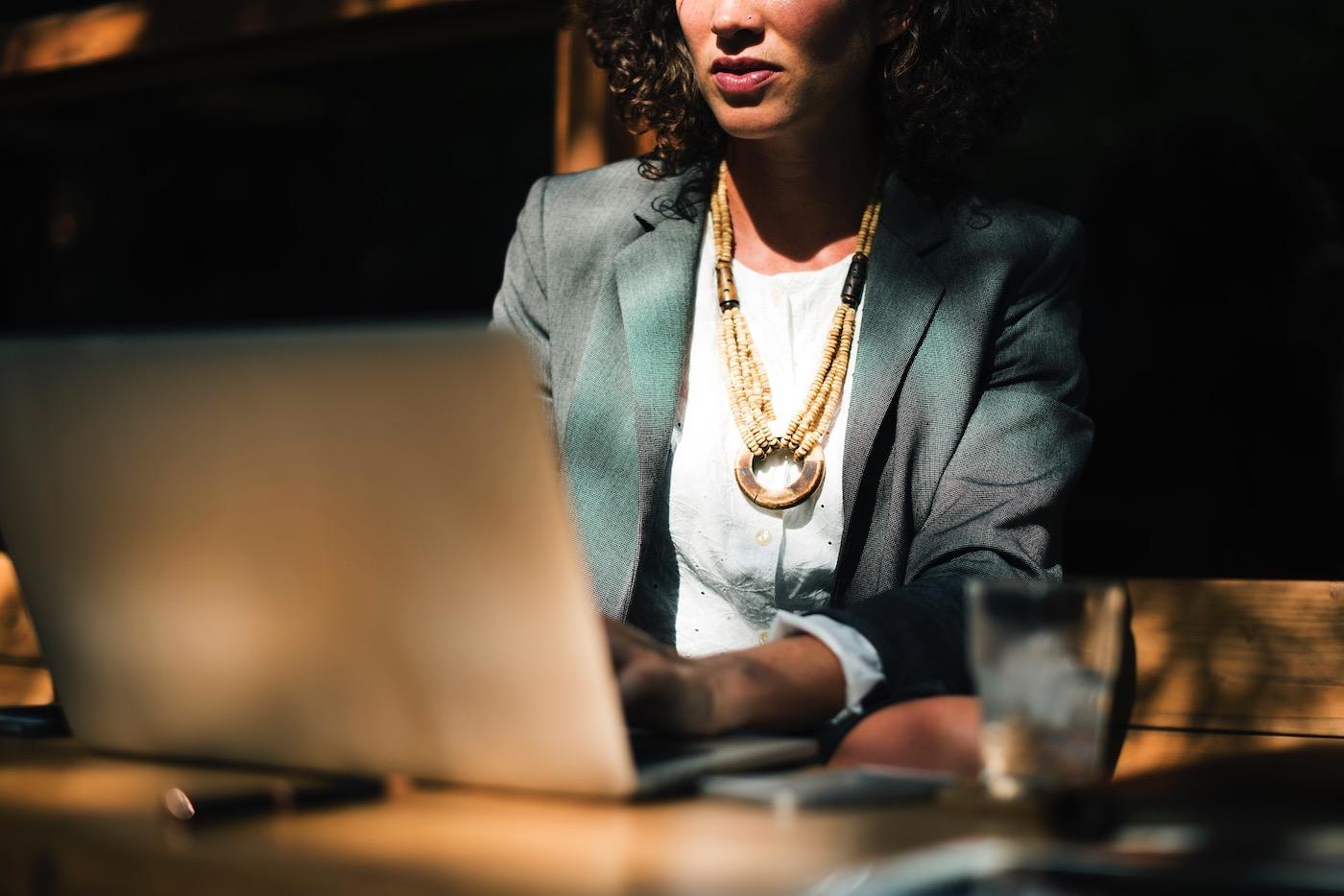 Rachel Hollis sabe lo que hay en la mente de las mujeres con iniciativa y de las que quieren despertar su motivación.