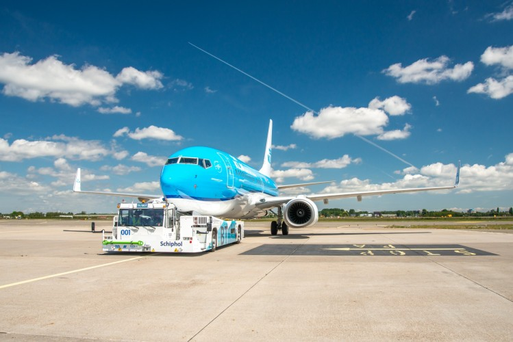 KLM prueba el rodaje sostenible con TaxiBot