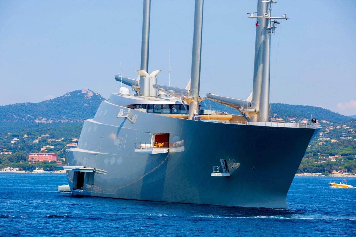 El colosal mega yate A o Sailing Yacht A