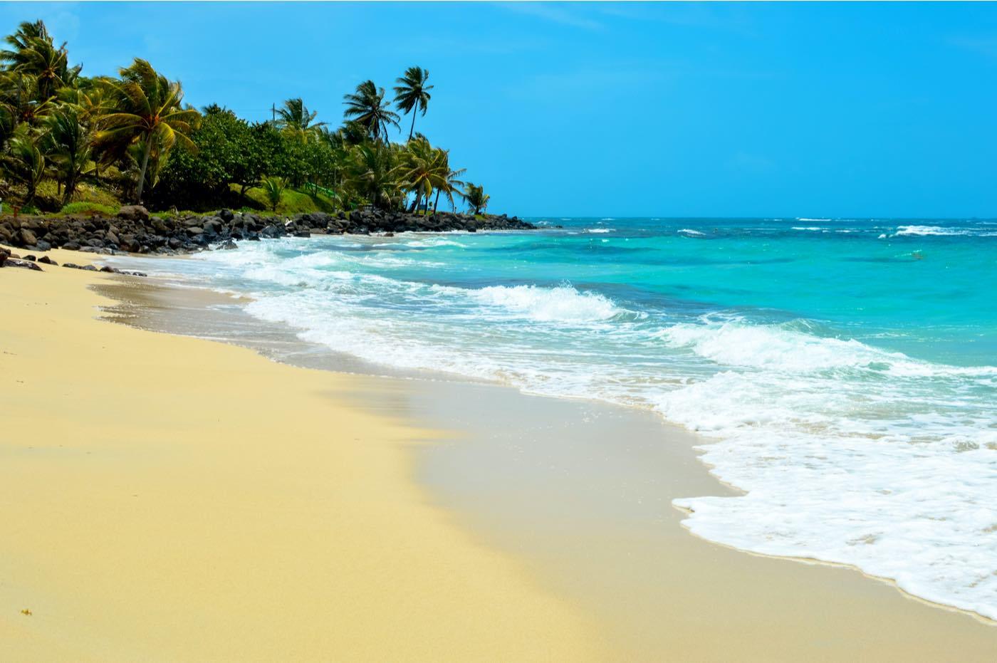 Hermosa playa tropical en Isla del Maíz, Nicaragua. Naturaleza y paisajes de Centroamérica.