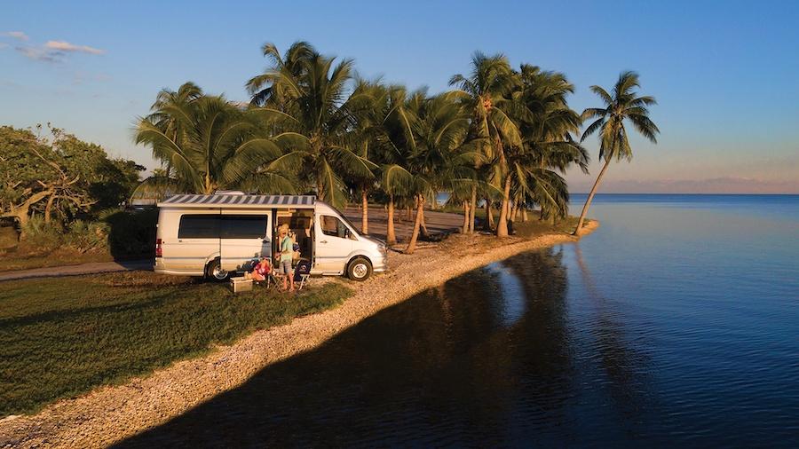 La nueva furgoneta Tommy Bahama Relax Edition es perfecta para unas vacaciones postcoronavirus.