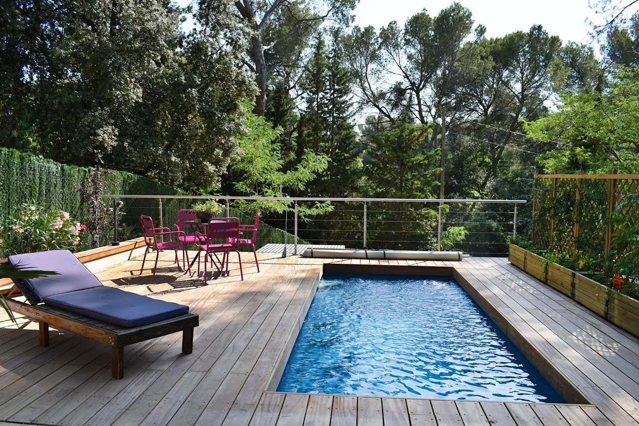 Una de las ventajas de tener una piscina de poliéster en casa es que puedes personalizar el tamaño y la forma.