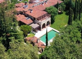 Esta impresionante villa al estilo del norte italiano en Holmby Hills, Los Ángeles sale a la venta por $58.750.000