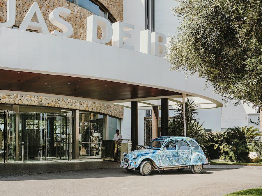 Aguas de Ibiza Grand Luxe Hotel inaugura temporada mañana 10 de julio con más habitaciones y la espectacular terraza panorámica que ocupa el restaurante Maymanta de Omar Malpartida